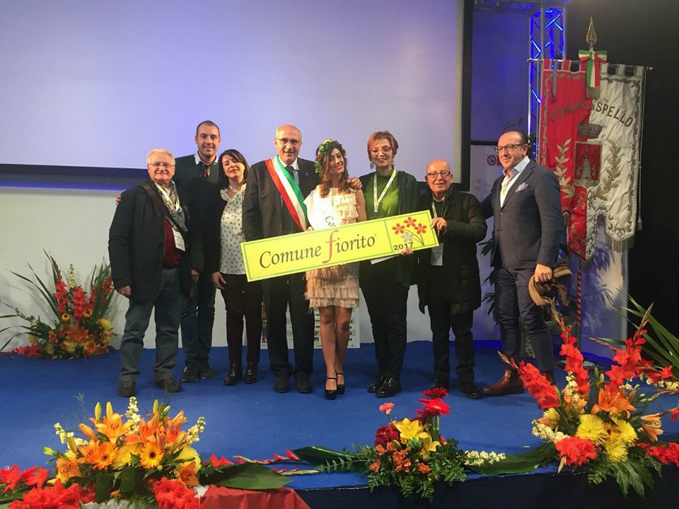 Miss Comuni Fioriti, trionfa Gangi con Roberta Bongiorno