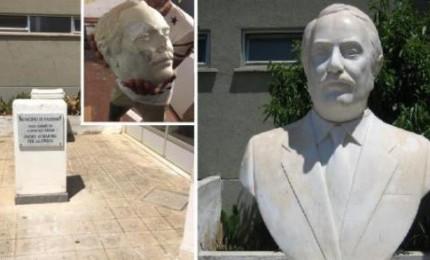 Il busto di Falcone torna al suo posto