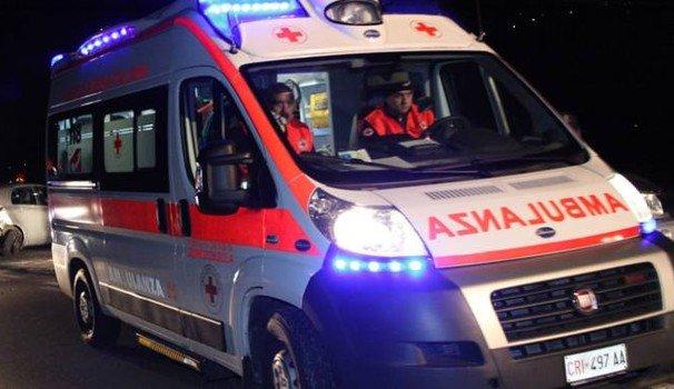 Ambulanza si scontra con auto, muore il paziente