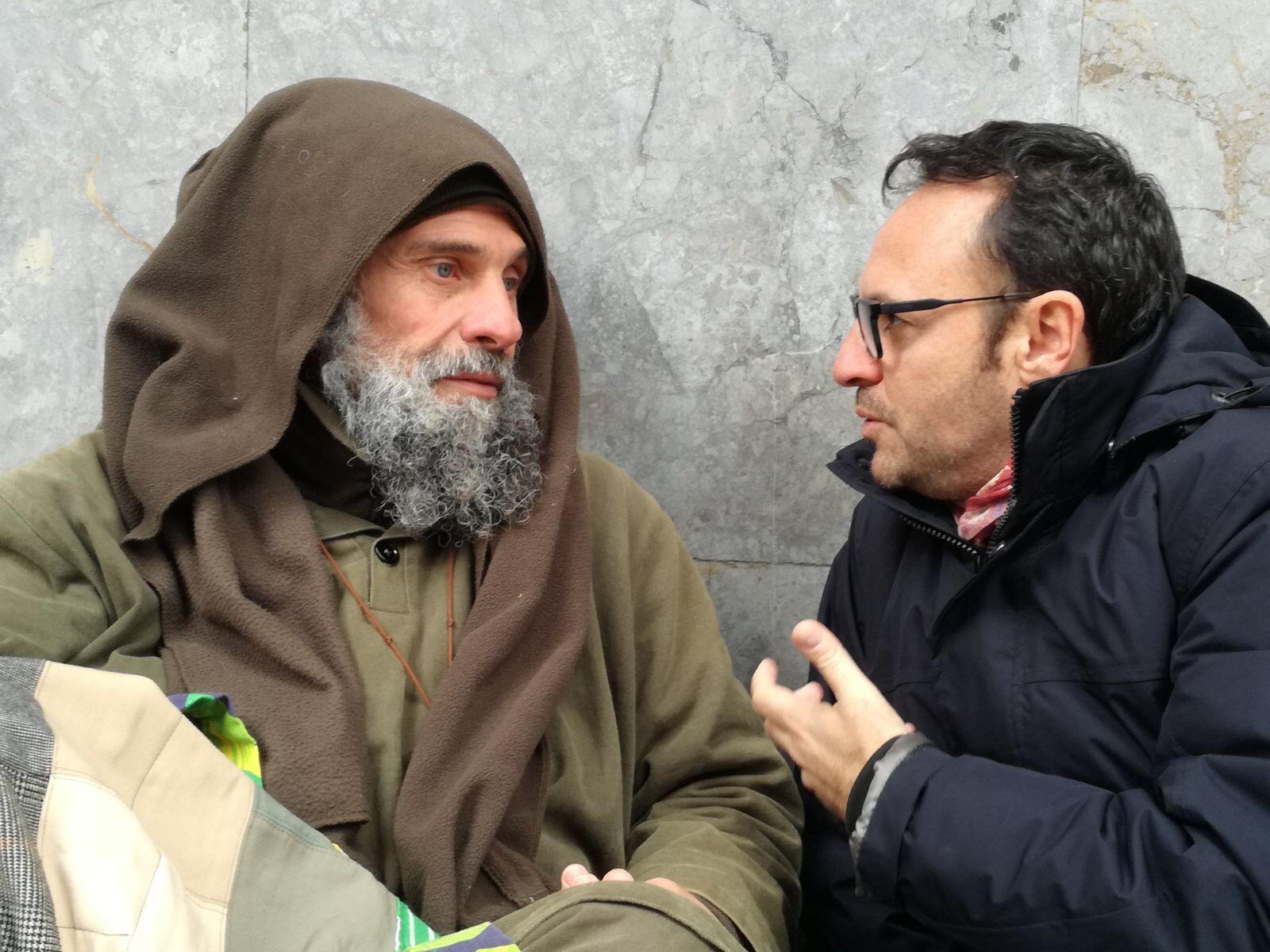 Biagio Conte protesta a Palermo per i senza casa, Musumeci lo incontra
