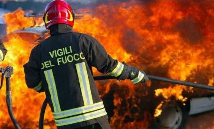 Termini Imerese: posteggia l'auto che prende fuoco, automobilista salvo per miracolo