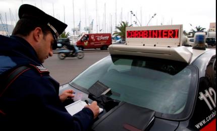 Impatta con due vetture, arrestato dai Carabinieri