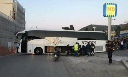 Cefalù, bus blocca la statale e il traffico va in tilt