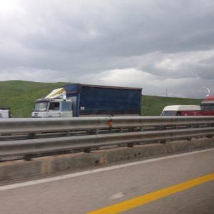 Furgone a fuoco nell'autostrada Palermo-Catania, il traffico è in tilt