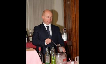 """Il """"Maljk Summer"""" del cefaludese Salvatore Cimino vince la cocktail competition del corso di Confcommercio-Fipe"""