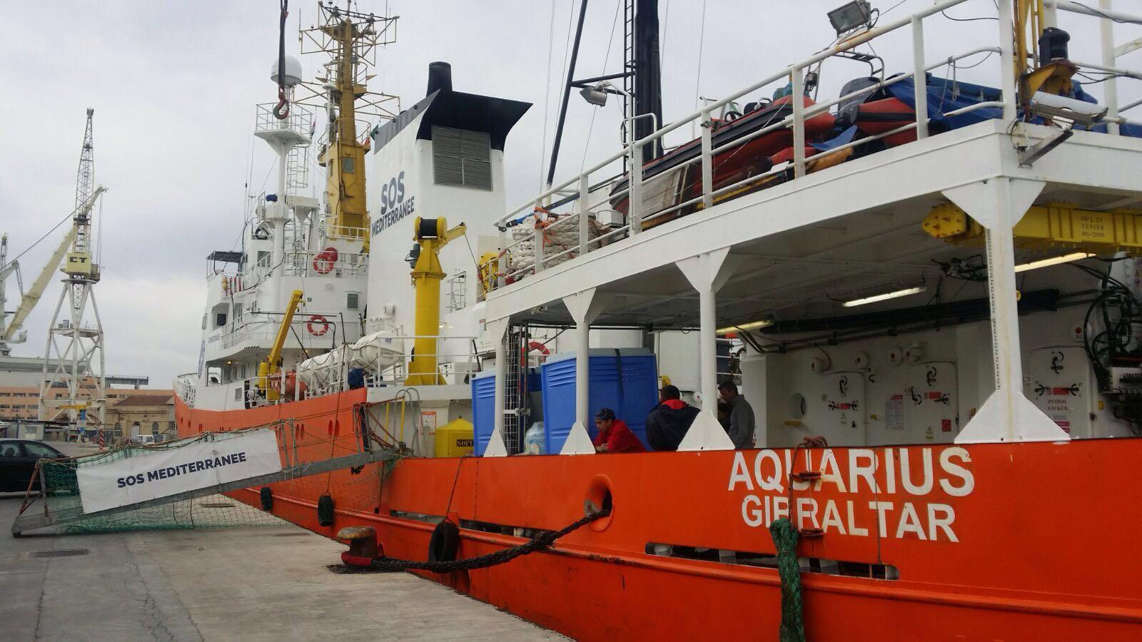 Porti chiusi ai migranti, Orlando sfida Salvini e apre Palermo