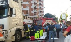 Incidente stradale: donna investita da un camion (FOTO)