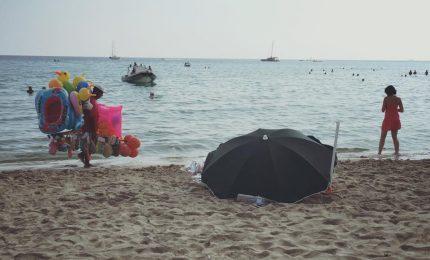 Morto in mare davanti ai bagnanti, la tragedia in spiaggia