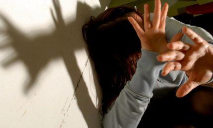 Palpeggiata in pieno centro, paura per una giovane donna
