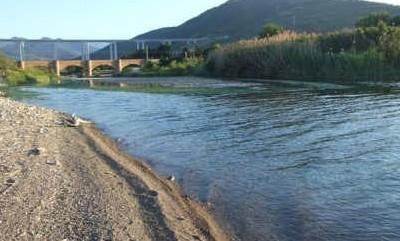 In piena il fiume Pollina, impossibile transitare in via Vespucci