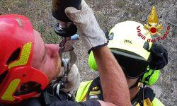 Forestali e Vigili del Fuoco salvano escursionista rimasto bloccato su una parete rocciosa a Polizzi