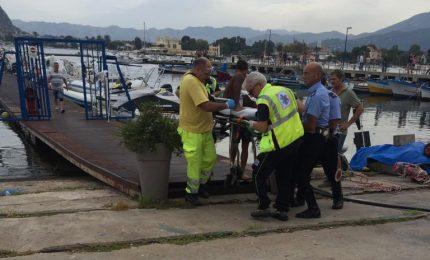 Tragedia in mare: con il gommone investono l'amico e gli tranciano una gamba