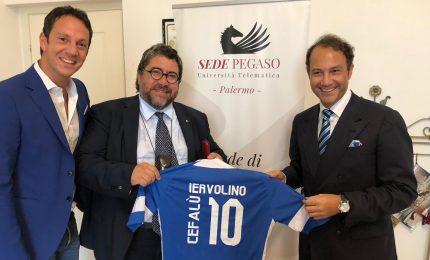 Consegna della maglia al Presidente Unipegaso Iervolino