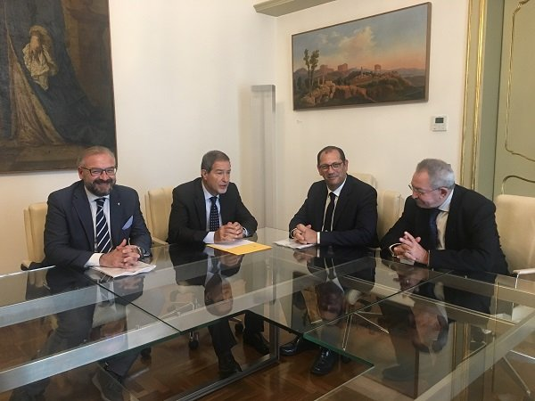 Musumeci, 'varare subito piano ricostruzione economica': previsto incontro parti sociali