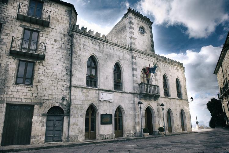 Domenica Petralia Soprana cede il testimone di Borgo dei Borghi