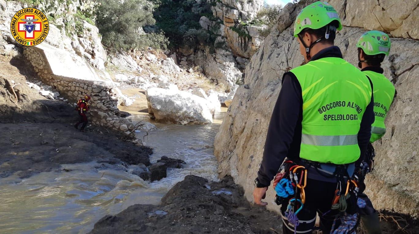 Trovati i jeans e la cintura del medico scomparso nell'alluvione