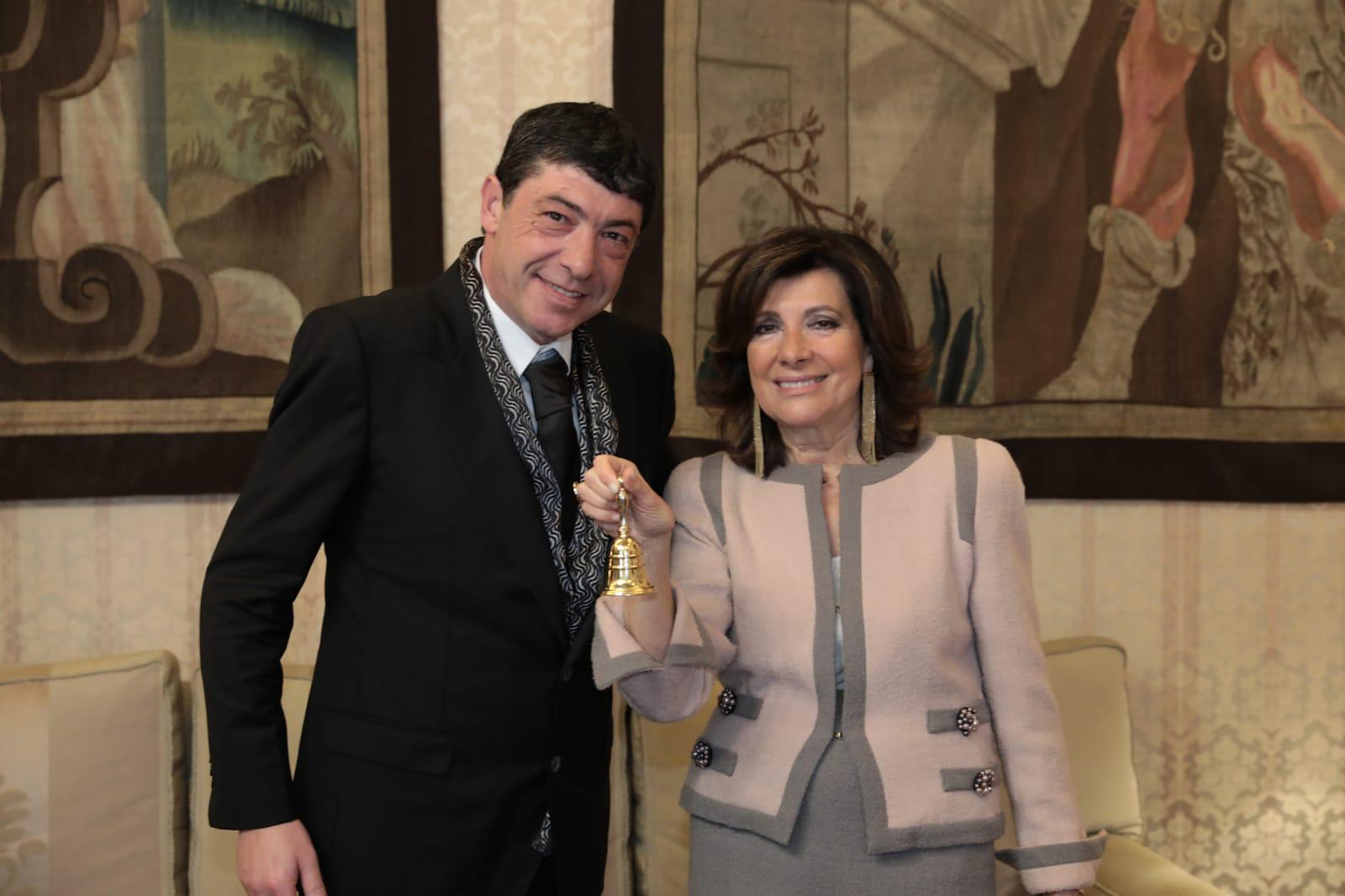 Nicola Fiasconaro riceve la campanella del Senato della Repubblica