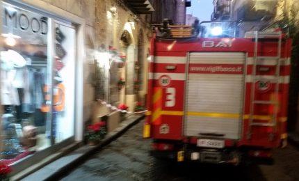 Incendio in un negozio a Cefalù (foto)