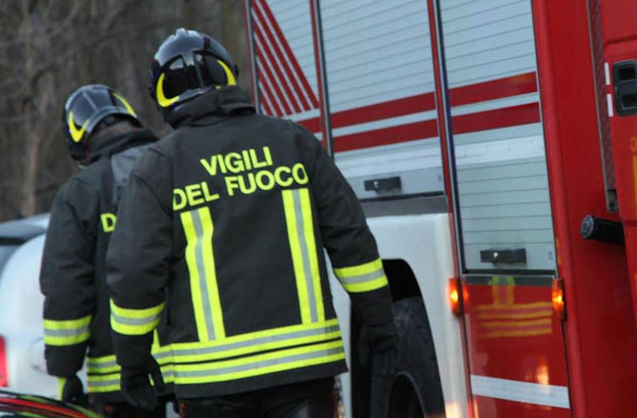 Incendio a Finale: fiamme lambiscono il centro abitato