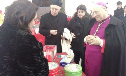 Il vescovo di Cefalù visita i mercatini di Natale