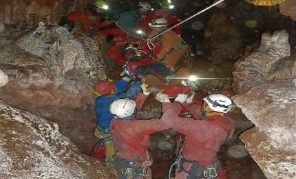 Speleologa bloccata in grotta a Isnello