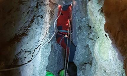 Lea è intrappolata in una grotta da una settimana