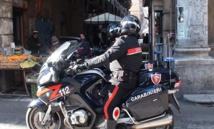 Aggressione e scippo nel centro storico, provvidenziale l'intervento dei Carabinieri