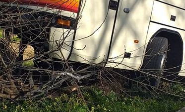 Castelbuono, autobus studenti finisce fuori strada