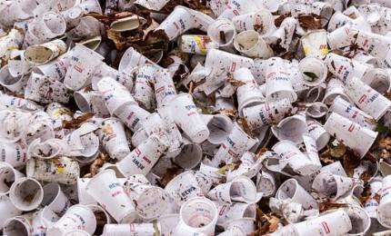 Il ministro Costa sostiene la campagna Plastic free