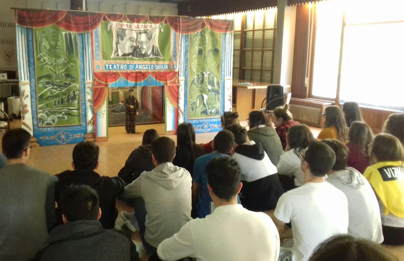 Cefalù, studenti Liceo Classico incontrano l'attore Vincenzo Crivello