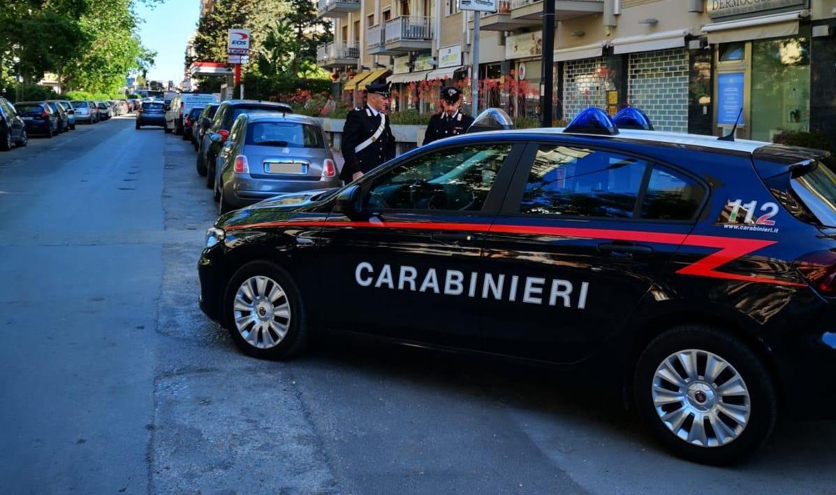 Scippo in strada, fermati i responsabili: anziano in lacrime ringrazia i Carabinieri