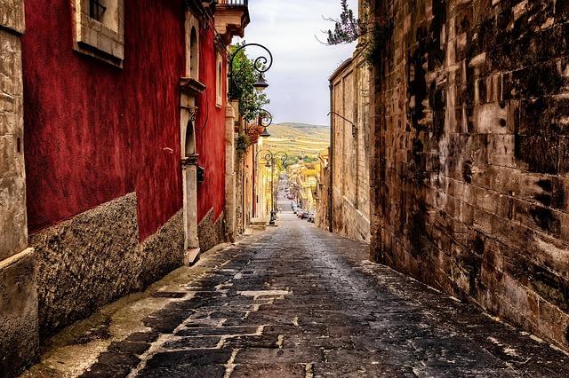Viaggio nei borghi di Sicilia, Antonella Italia porta i lettori in luoghi di bellezza