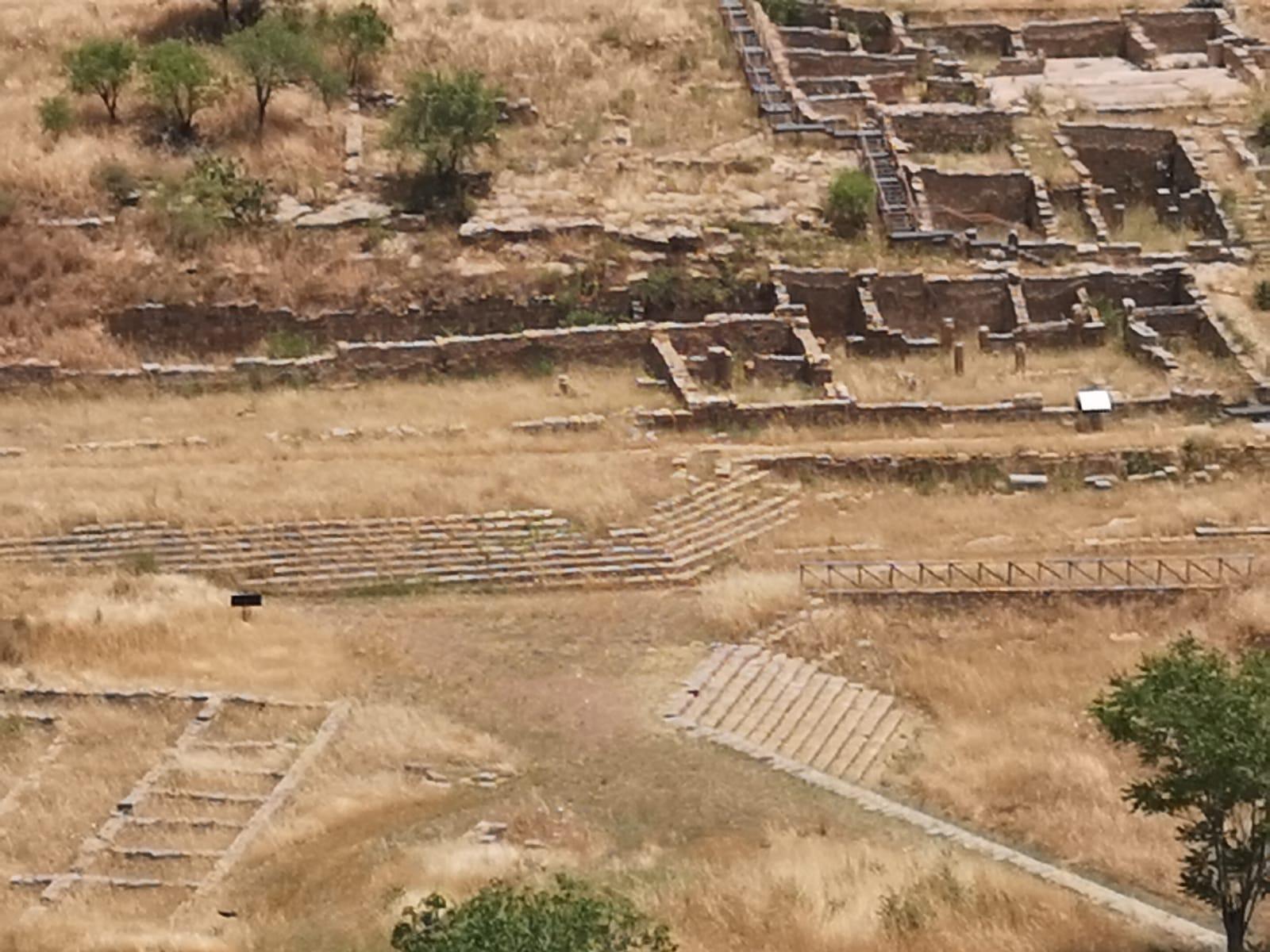 Incendio nell'area archeologica, grave pericolo per patrimonio