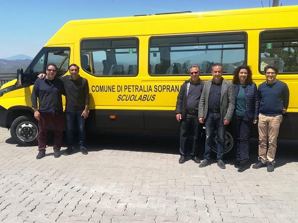Petralia Soprana, acquistato un nuovo scuolabus