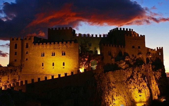 Caccamo, Medioevo e Barocco a lume di candela