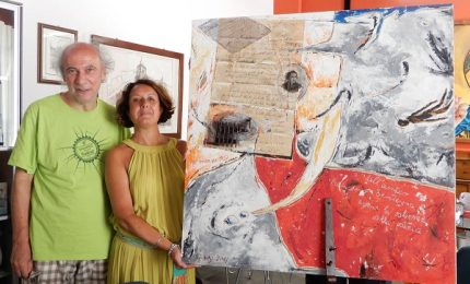 L'artista Biondo dona un quadro al comune di Cefalù