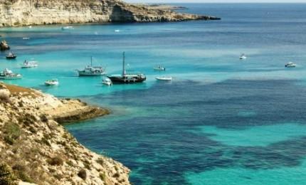 Imbarcazione turistica affonda nelle acque di una nota isola siciliana