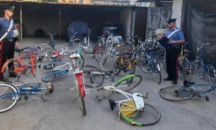 Riconosce la sua bici in vendita on line, i carabinieri lo aiutano a recuperarla e scovano altre 35 biciclette rubate