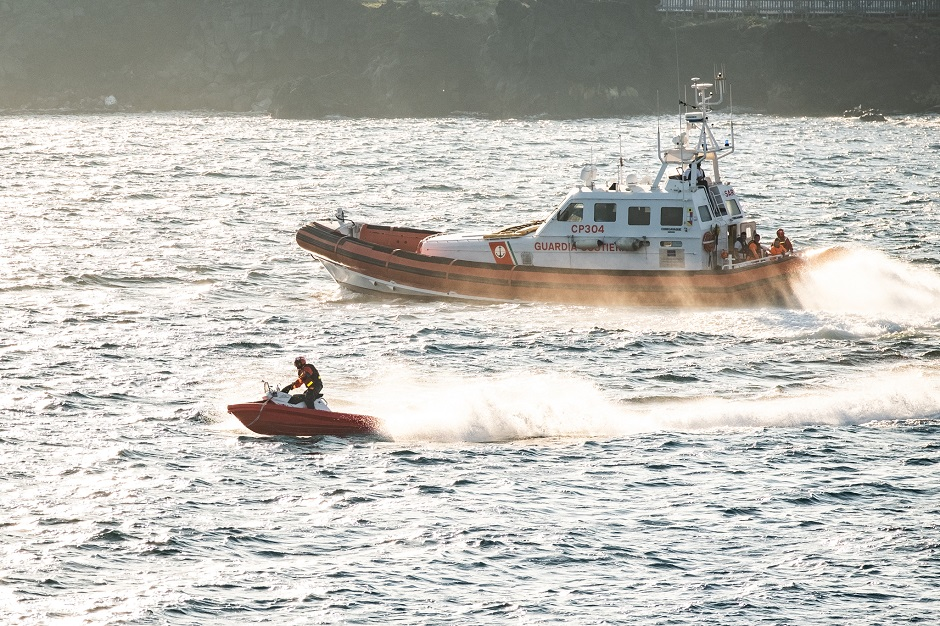 Cadavere di uomo in mare segnalato da motopesca di Cefalù
