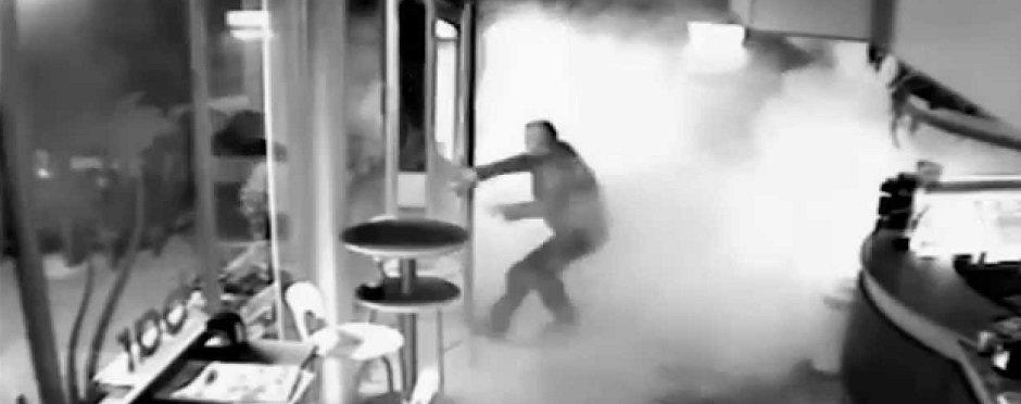 Rapina tabacchi via Roma. Ladro messo in fuga dai fumogeni