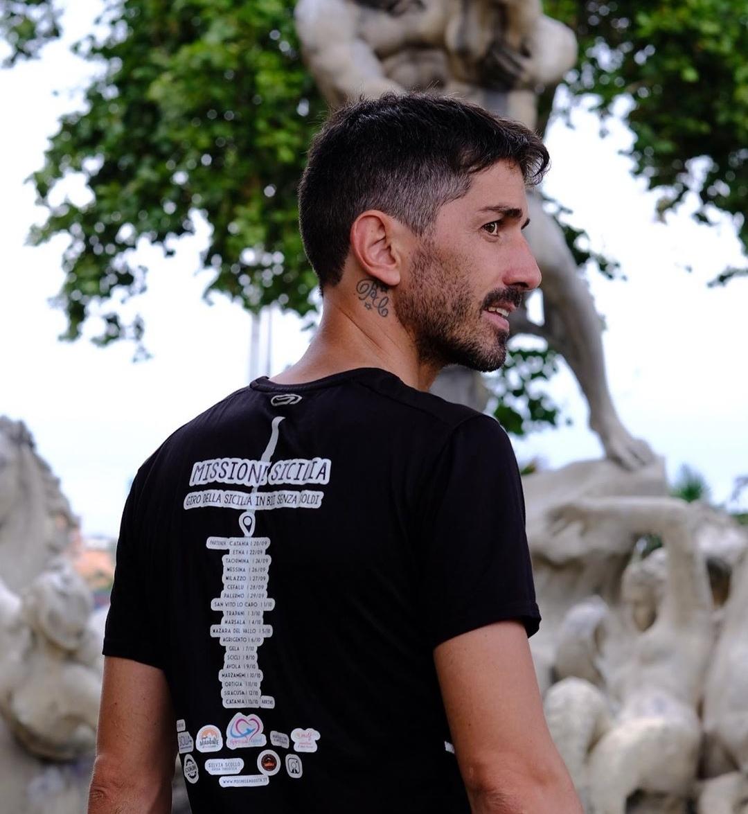 Il giro del mondo in bici, la missione di Cristian Buzzelli