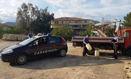 Arrestati in flagranza mentre rubano gasolio