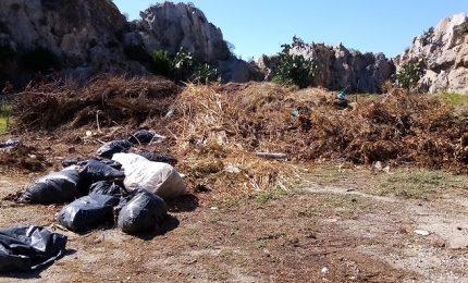 A Cefalù c'è una discarica ai piedi del Parco della Rocca