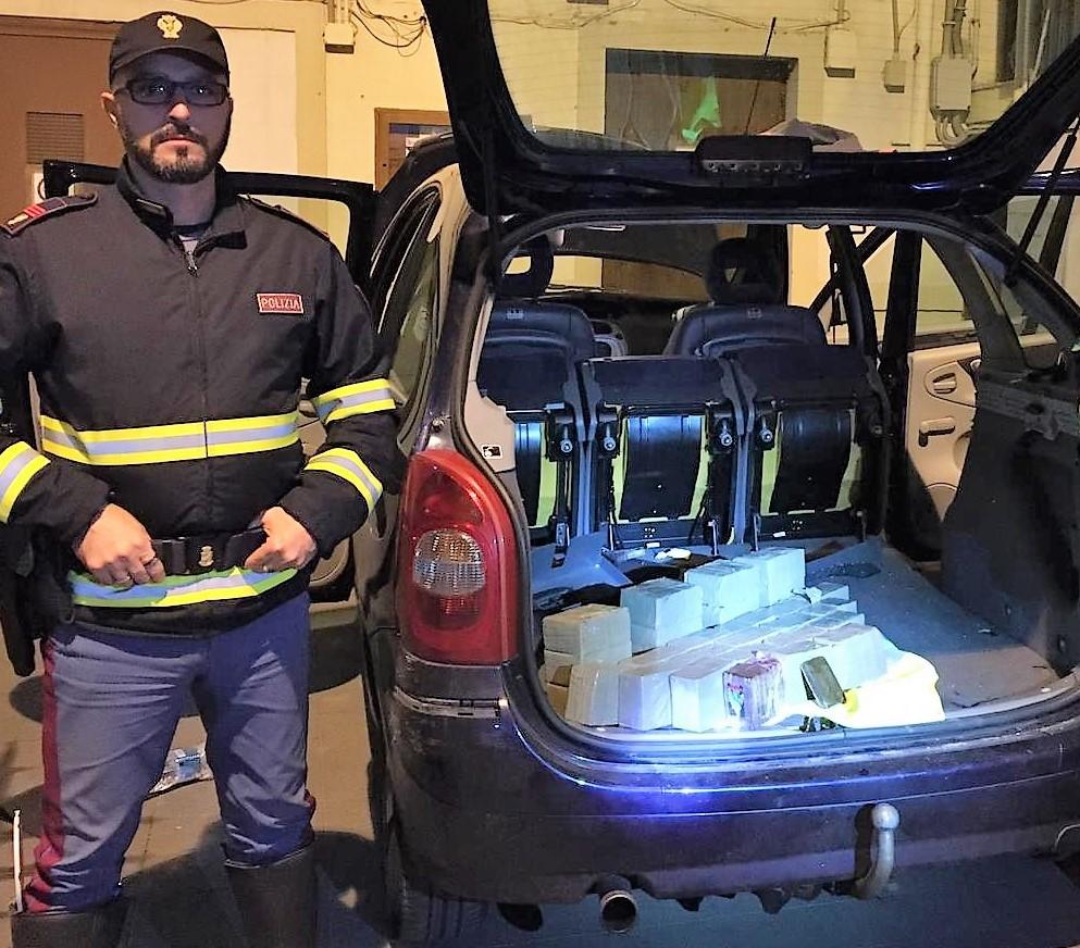 Sorpreso in autostrada dalla Polstrada di Buonfornello con 30 kg di hashish