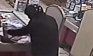 Arrestato 39enne, aveva rapinato un negozio di detersivi