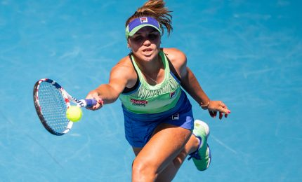 Tennis, Sofia Kenin vince gli Australian open: Muguruza battuta in tre set