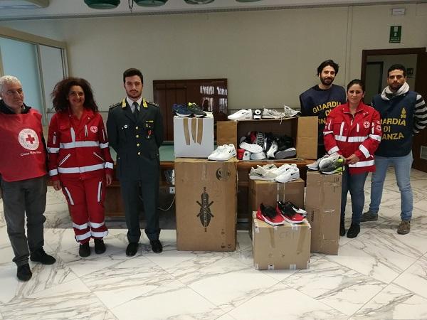 Donate alla Croce Rossa calzature provenienti da un sequestro
