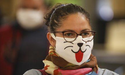 Continua la barzelletta della mascherina: Italia divisa sul dpi più discusso del momento