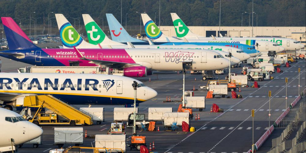 Coronavirus, addio alle tariffe aeree low cost: volare costerà di più