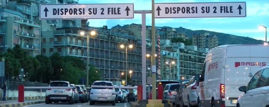 Sicilia Riapertura: code ai traghetti e caos voli: Musumeci assume 80 medici per presidi sanitari turistici